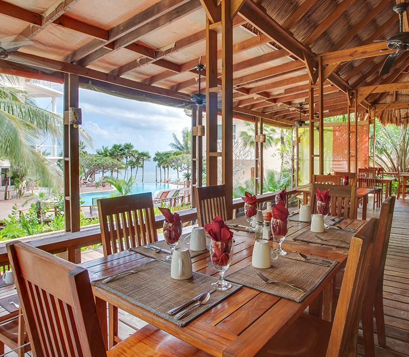 Placencia Belize resort amenities restaurant
