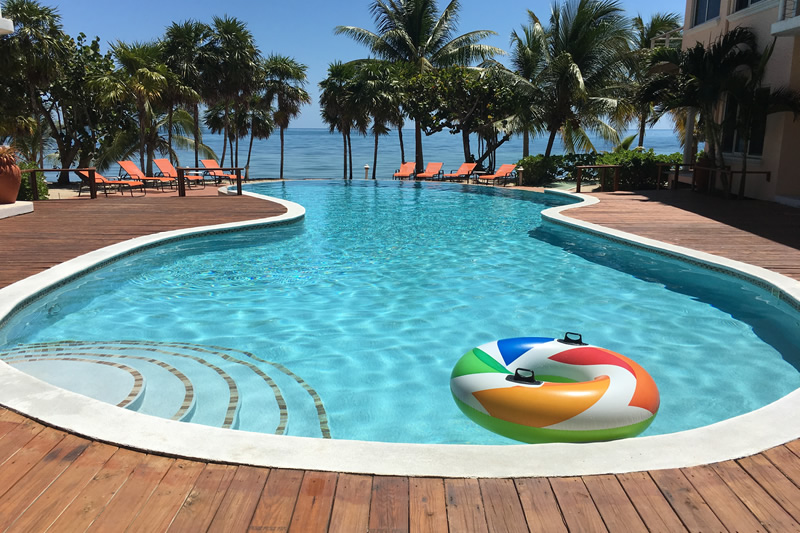 Belize in Fenruary - Poolside